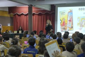 Escritora Verónica Prieto habla de literatura con niños de 2° básico